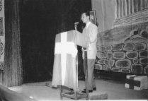 Ο Μ. Παρίδης απαγγέλλει το ποίημά του στο φιλολογικό μνημόσυνο του Δροσίνη (Μάρτιος 1951)