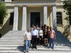 Μπροστά στο κτίριο της παλιάς Φιλοσοφικής Σχολής, στη Θεσσαλονίκη. Μαζί μας και ο συνάδελφος Γιώργος Αντωνίου